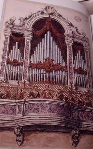picture showing a church organ
